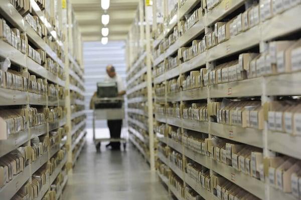 estanterías gestionadas con el sistema kanban de cajas